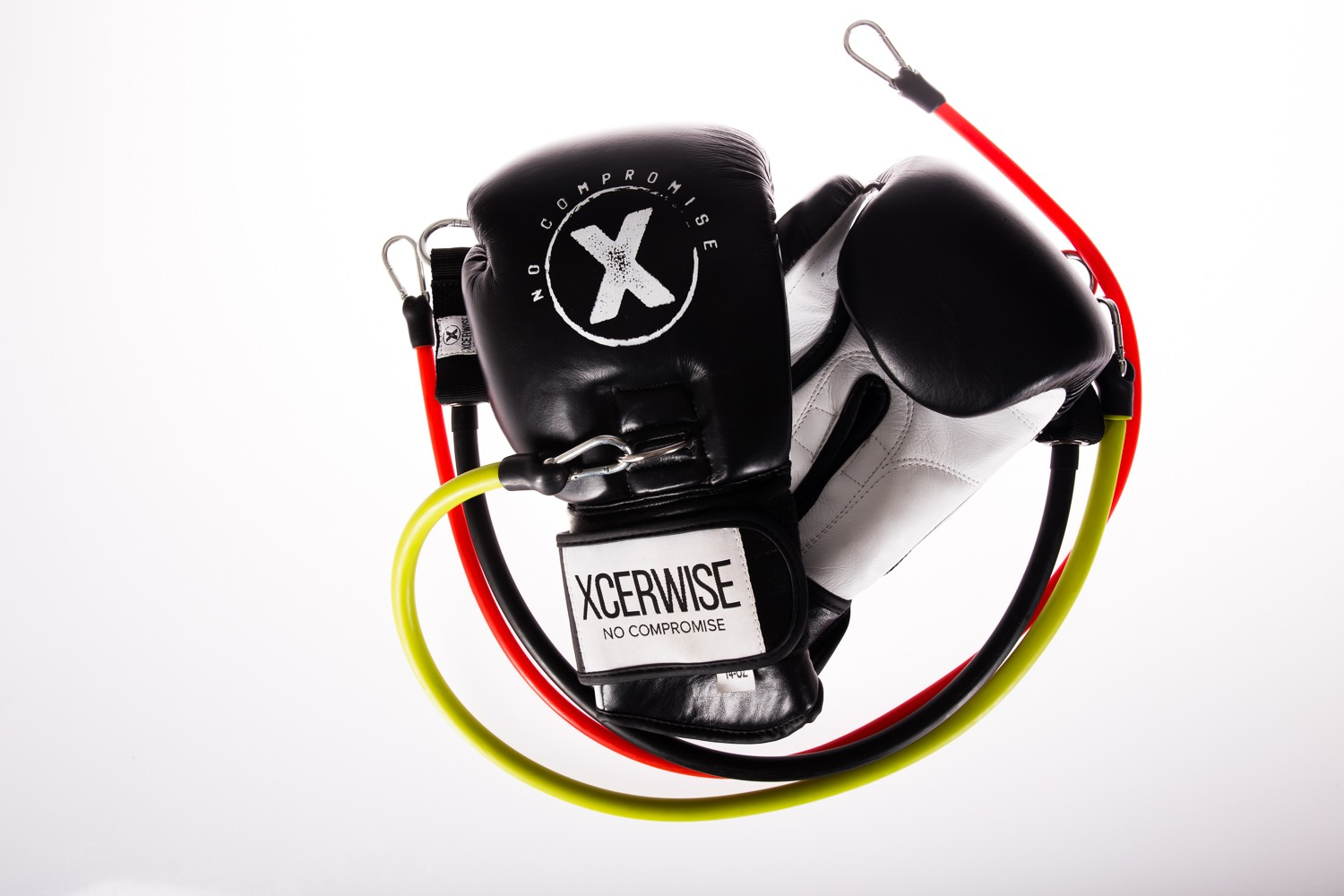 The Xtreme KO Gloves 14 OZ Classic Black-White